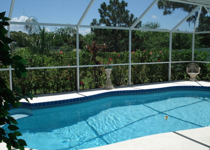 Pool showing lush garden 5 - Florida Holiday Home