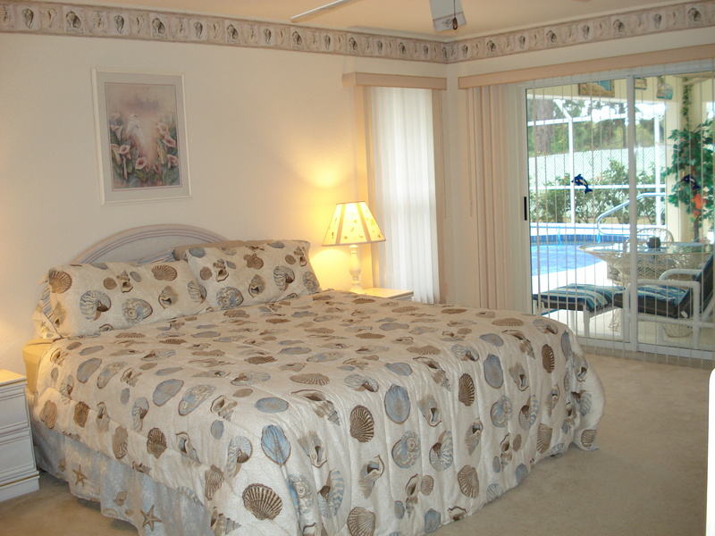 Bedroom with king size bed 6 - Florida Holiday Home