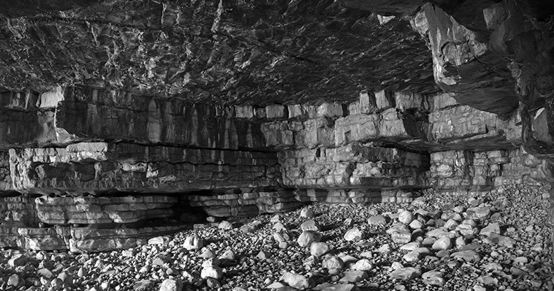 24678 - Inside Sea Cave No2 - Glamorgan Coast near Llantwit Major - Glamorgan Coast