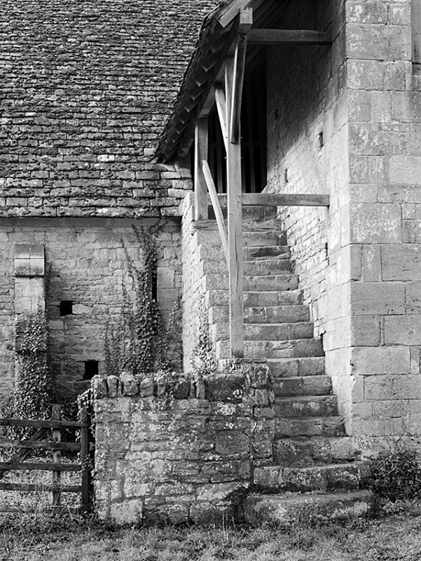 1380 - Bredon Tythe Barn - Steps to the Reeves Room 3 - Barns & Buildings