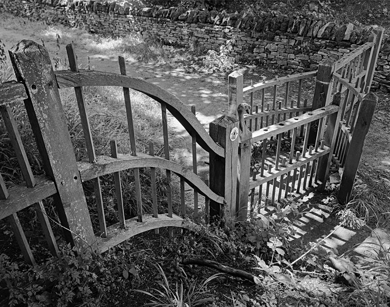 2148 - Kissing Gate - The Cotswold Way - 2009