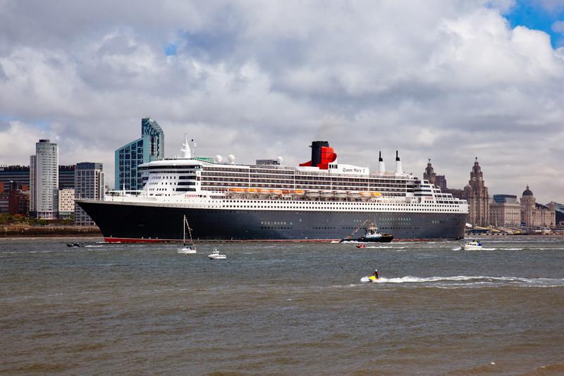 CUNARD QUEEN MARY 2 AT LIVERPOOL CRUISE TERMINAL - Cunard Queens