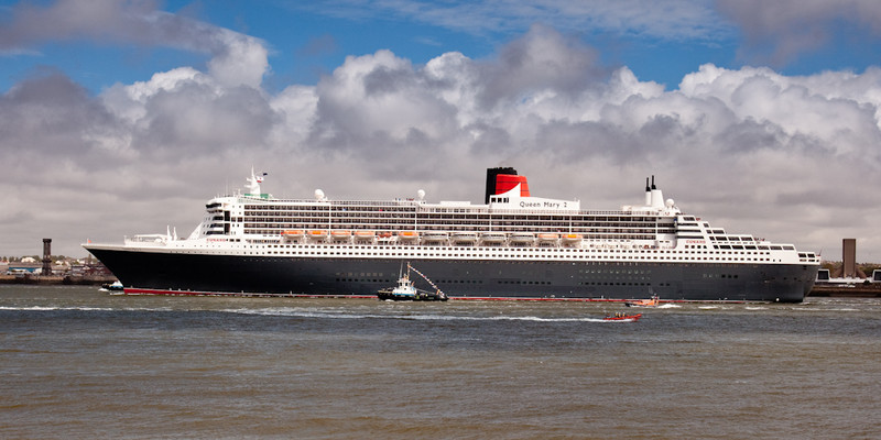 CUNARD QUEEN MARY 2 ON RIVER MERSEY - Liverpool
