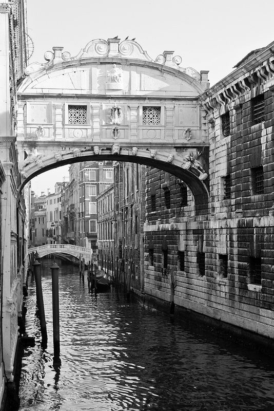VENICE BRIDGE OF SIGHS BLACK AND WHITE - Venice