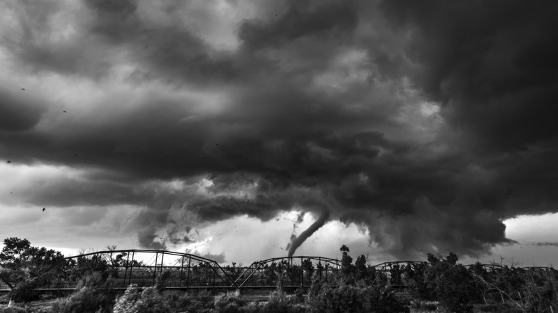 Twister B&W. - Weather photography
