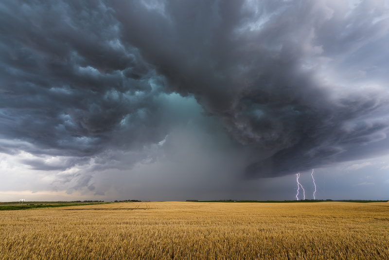 Cyclops and the triple strikes. - Weather photography